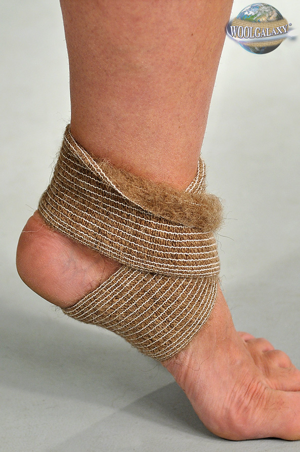 Elastic bandage for the talocrural articulation, containing camel's wool