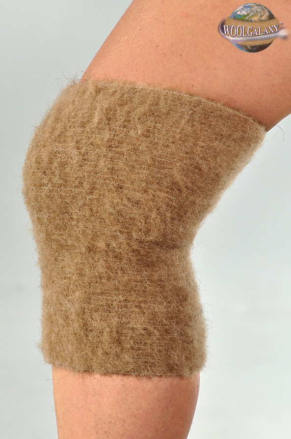 Elastic warming knee-guard with camel wool